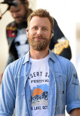 Dierks Bentley on stage for Dierks Bentley in Concert on the NBC Today Show, Rockefeller Plaza, New York, NY June 12, 2018. Photo By: Derek Storm/Everett Collection