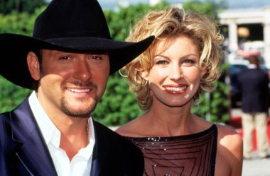 TIM McGRAW and wife FAITH HILL at 1999 Academy of Country Music Awards. Photo by Robert Hepler