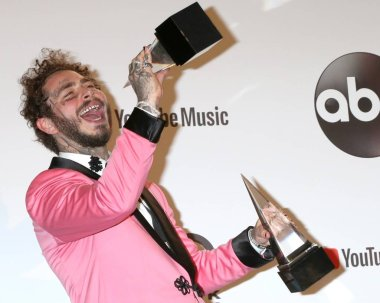 Post Malone in the press room for 2018 American Music Awards - Photo Room, Microsoft Theater, Los Angeles, CA October 9, 2018. Photo By: Priscilla Grant/Everett Collection