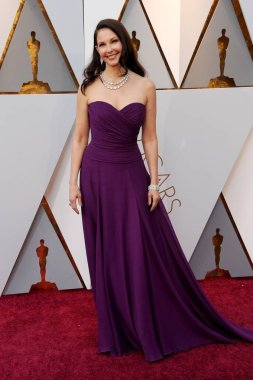Ashley Judd (wearing Badgley Mischka) at arrivals for The 90th Academy Awards - Arrivals, The Dolby Theatre at Hollywood and Highland Center, Los Angeles, CA March 4, 2018. Photo By: Elizabeth Goodenough/Everett Collection