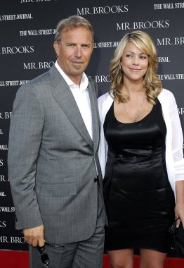 Kevin Costner, Christine Baumgartner at arrivals for MR. BROOKS Premiere by MGM, Grauman''s Chinese Theatre, New York, NY, May 22, 2007. Photo by: Michael Germana/Everett Collection