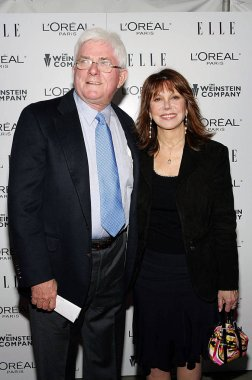Phil Donahue, Marlo Thomas at arrivals for DERAILED Premiere by The Weinstein Company, Loews Lincoln Square Theater, New York, NY, October 30, 2005. Photo by: Gregorio Binuya/Everett Collection