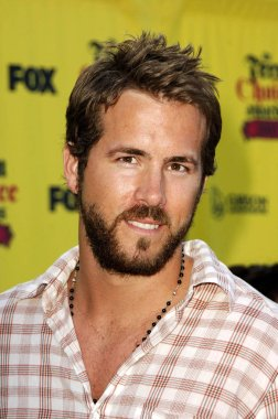 Ryan Reynolds at arrivals for The 2005 TEEN CHOICE AWARDS, The Gibson Amphitheatre, Universal City, Los Angeles, CA, August 14, 2005