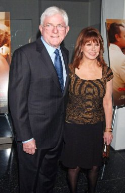 Phil Donahue, Marlo Thomas at arrivals for Screening of CHARLIE WILSON''S WAR for Saluting Friends In Deed, The Museum of Modern Art (MoMA), New York, NY, December 16, 2007. Photo by: Kristin Callahan/Everett Collection