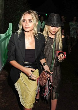 Mary-Kate Olsen, Ashley Olsen in attendance for HAMPTON SOCIAL Concert with James Taylor, Ross Institute, East Hampton, NY, August 10, 2007. Photo by: Rob Rich/Everett Collection