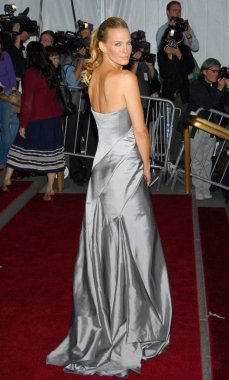 Molly Sims at arrivals for AngloMania: Tradition and Transgression in British Fashion Opening Gala, The Metropolitan Museum of Art Costume Institute, New York, NY, May 01, 2006. Photo by: Gregorio Binuya/Everett Collection