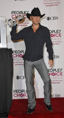 Kenny Chesney in the press room for The 33rd Annual Peoples Choice Awards - PRESS ROOM, The Shrine Auditorium, Los Angeles, CA, January 09, 2007. Photo by: Michael Germana/Everett Collection