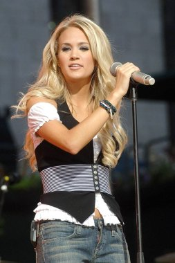 Carrie Underwood on stage for ABC Good Morning America Concert with Carrie Underwood, Bryant Park, New York, NY, August 11, 2006. Photo by: George Taylor/Everett Collection