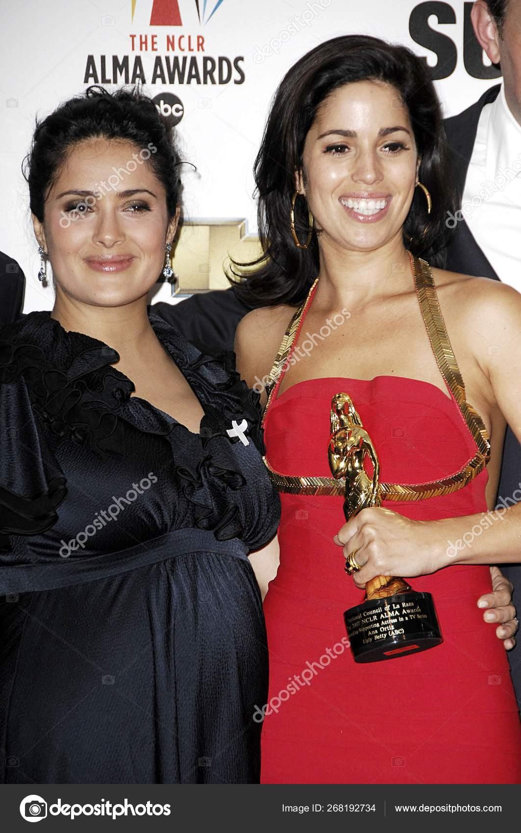 Ana Ortiz Pictures salma hayek ana ortiz press room alma awards 2007 press