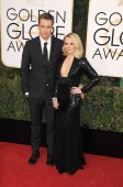 dax shepard, kristen bell at arrival for 74. annual golden globe awards 2017 - arrivals 2, the beverly hilton hotel, beverly hills, ca 8. januar 2017. photo by: adrian newton / everett collection