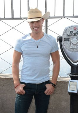 Dustin Lynch at a public appearance for Dustin Lynch Visits the Empire State Building, Empire State Building, New York, NY September 2, 2015. Photo By: Derek Storm/Everett Collection