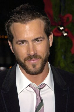 Ryan Reynolds at arrivals for JUST FRIENDS Premiere, Mann''s Village Theatre in Westwood, Los Angeles, CA, November 14, 2005
