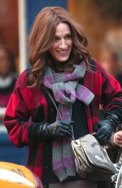 Sarah Jessica Parker (carrying a Chanel bag) on location for CANDIDS - Filming of SEX AND THE CITY: THE MOVIE, Manhattan, New York, NY, October 02, 2007. Photo by: Kristin Callahan/Everett Collection