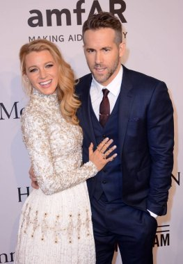 Blake Lively, Ryan Reynolds at arrivals for amfAR New York Gala, Cipriani Wall Street, New York, NY February 10, 2016. Photo By: Derek Storm/Everett Collection
