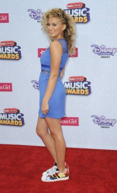 Tori Kelly at arrivals for 2015 Radio Disney Music Awards, Nokia Theatre L.A. LIVE, Los Angeles, CA April 25, 2015. Photo By: Elizabeth Goodenough/Everett Collection