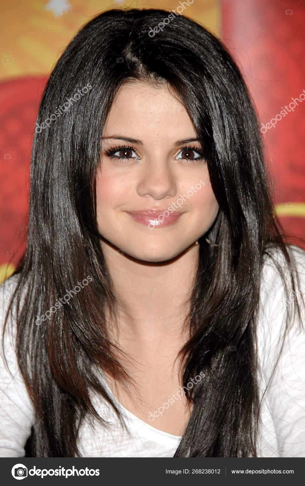 Kuka on Selena Gomez nyt dating dating Agency Cyrano EP 1 osa 1 FIN Sub