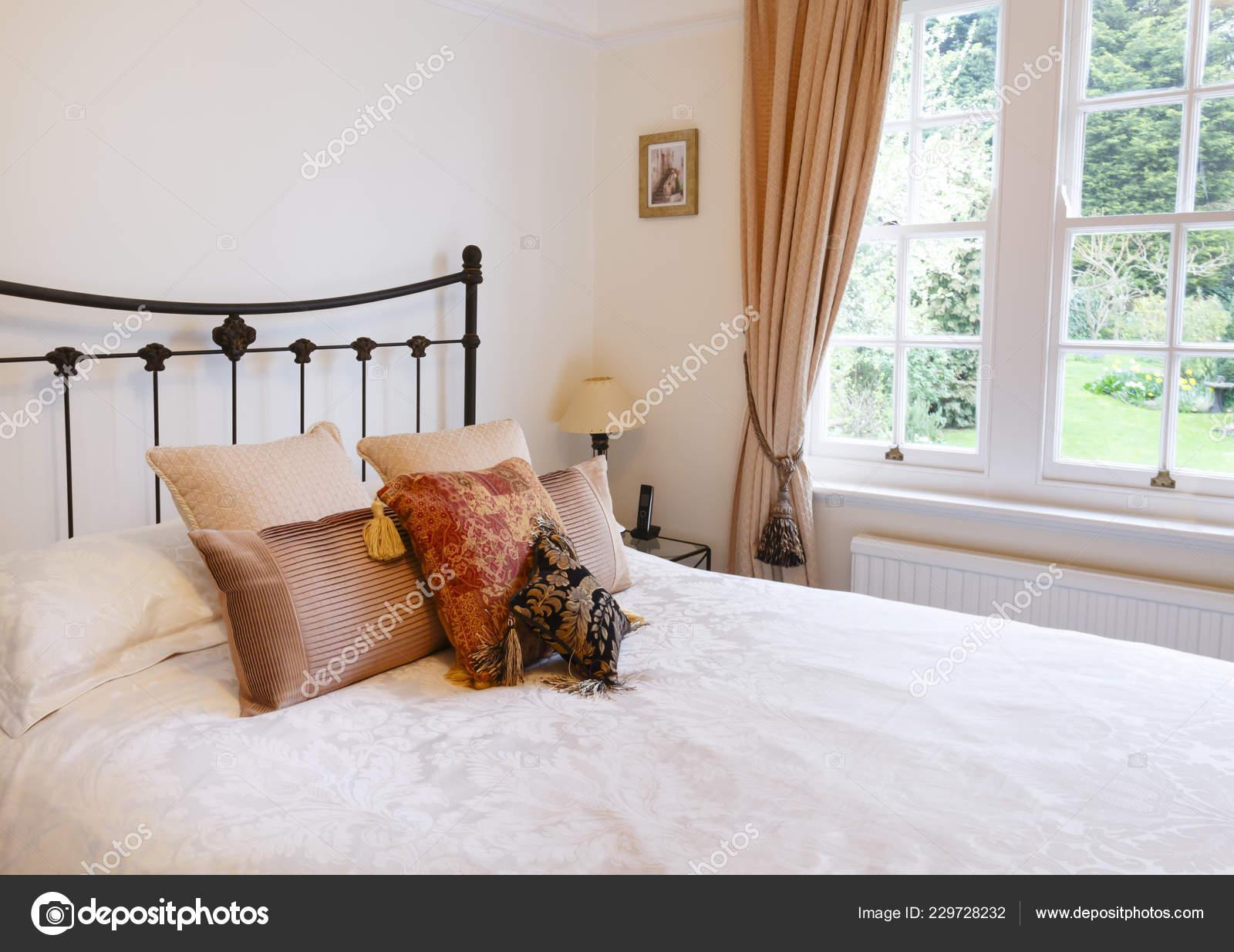 Interni Case Stile Inglese : Interno camera letto una casa inglese stile tradizionale con