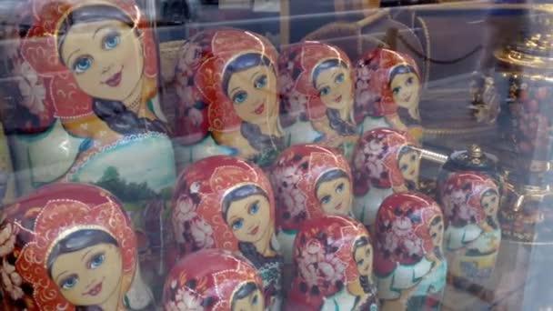 vnoření panenky matryoshka suvenýr folklór