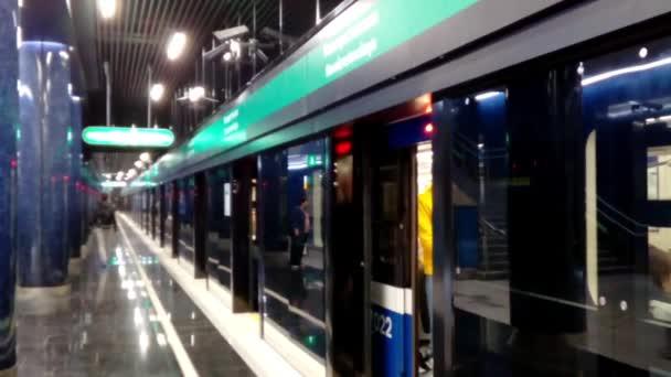 metro stanice dveře pozadí