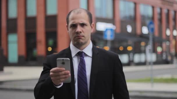 podnikatel nespokojený neschválit rozladený výraz