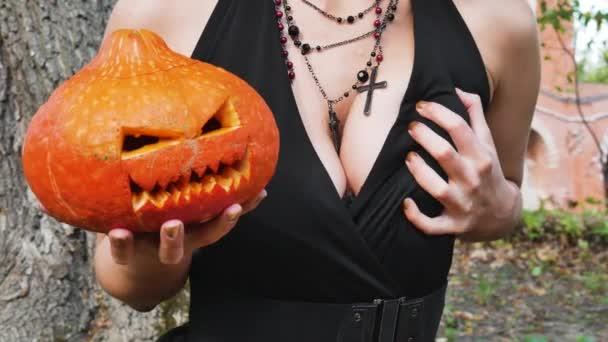Hexe verführt Brüste sexy Halloween-Party sinnliche sinnliche Kostüm
