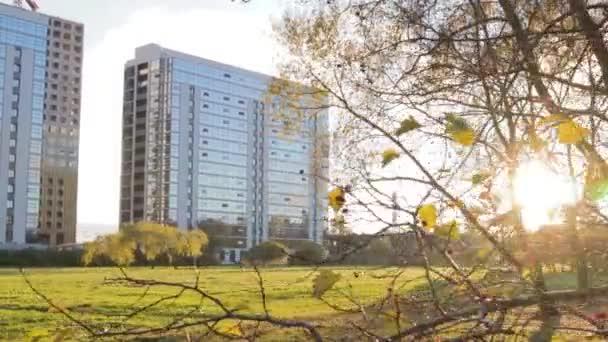 budova ve stylu moderní architektury high-tech cityscape zrcadlené fasádní byt