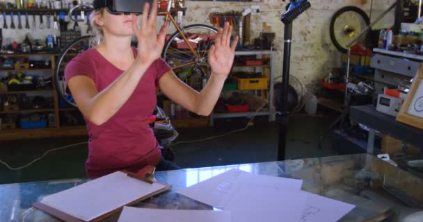 36b611f24a21 Beautiful Woman Using Virtual Reality Headset Workshop — Stock Video ...