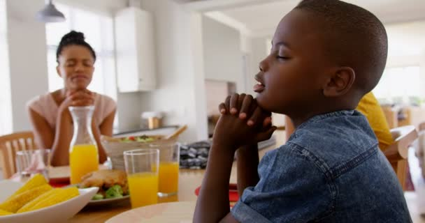Black Family Praying Together Meal Dining Table Black Family Sitting —  Stock Video © Wavebreakmedia_Video #241736914