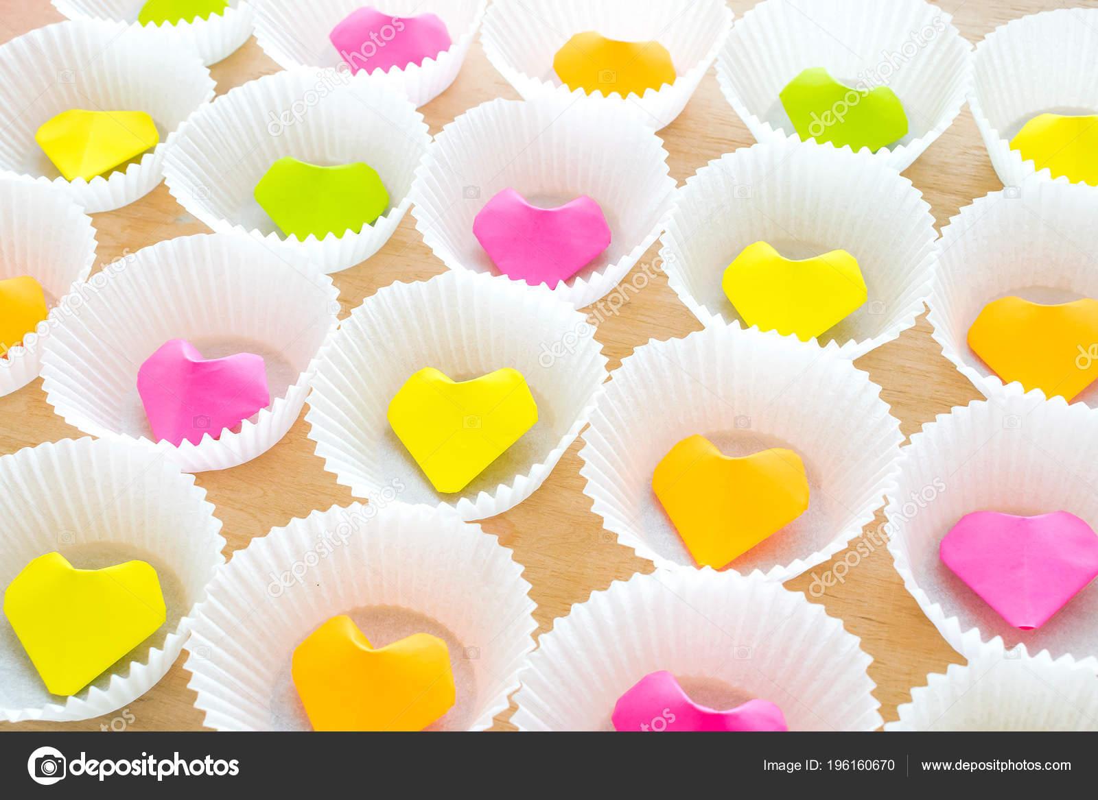 Viele Bunte Origami Papier Herz Runden Weissen Kuchen Formen Moderne