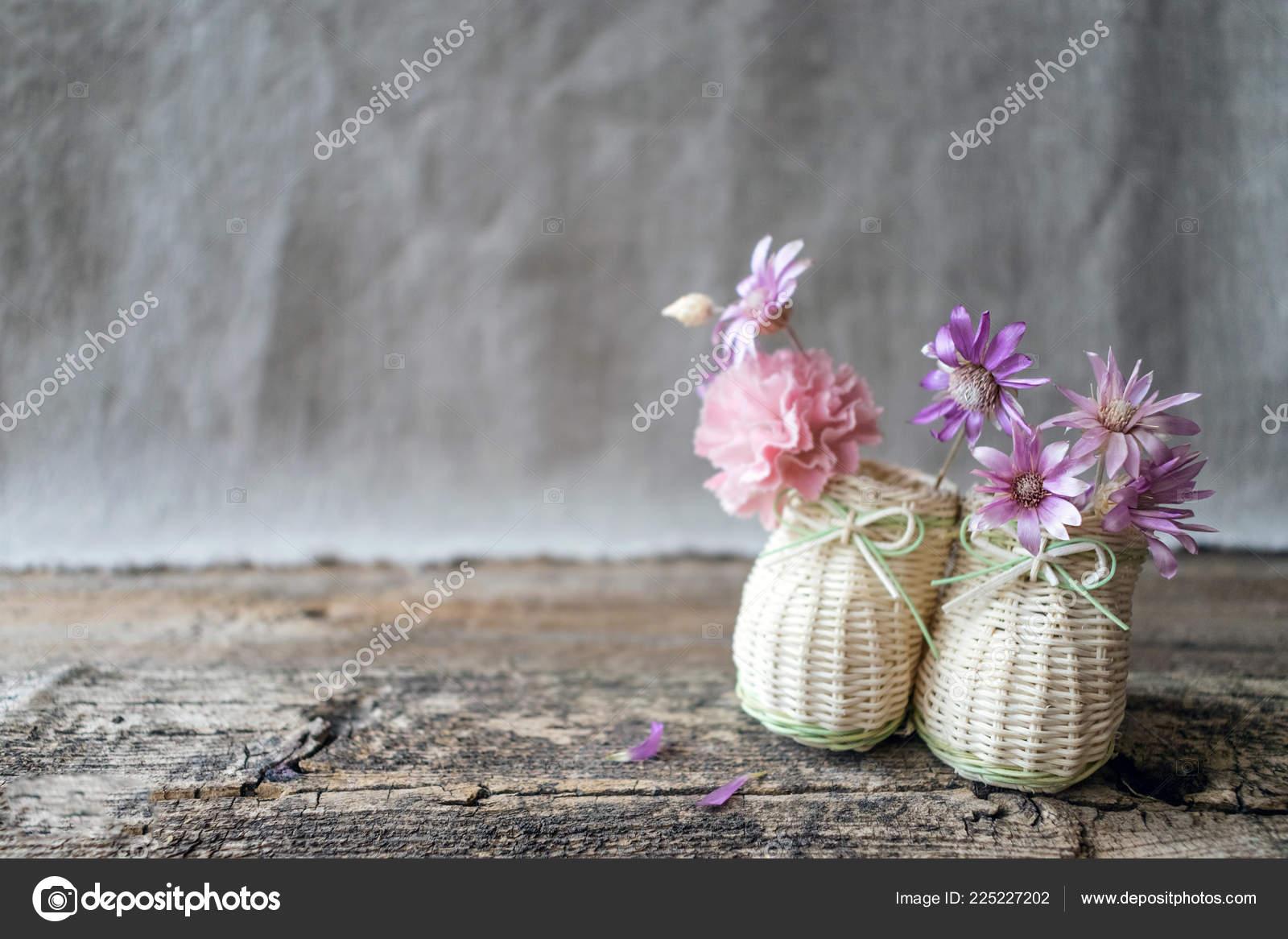 Delicado Ramo Flores Silvestres Color Púrpura Rosas