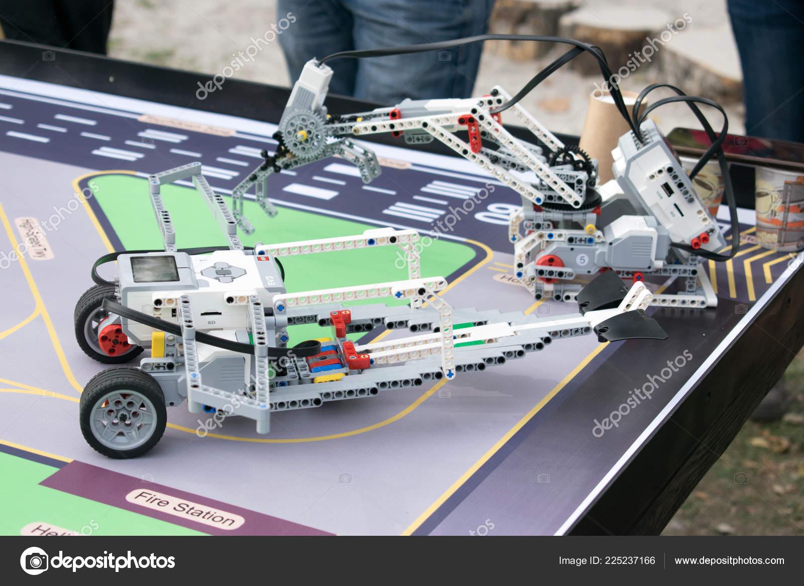 Robotics Lessons Boys Girls Construct Programming Code Robot