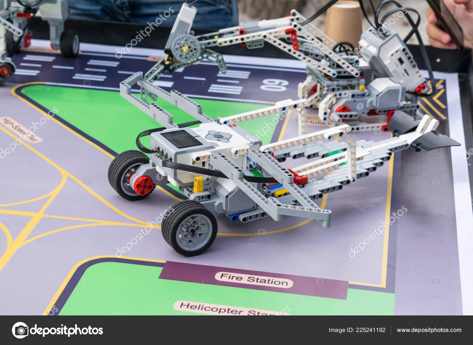 Boys Girls Construct Programming Code Robot Lego Mindstorms