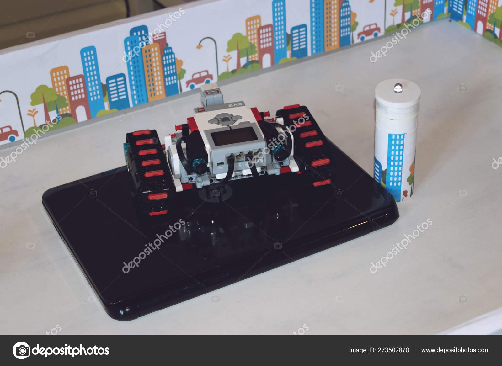 Lego robot Mindstorms E — Stock Photo © Irrmago #273502870