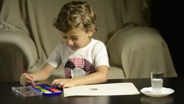 Gyermek festmény akvarellekkel papíron. Fogalmak vissza az iskolába és a gyermekkori.