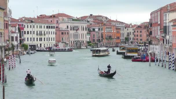 Nézd a hagyományos Gondola a híres Canal Grande, Velence, Olaszország, 4k videóinak