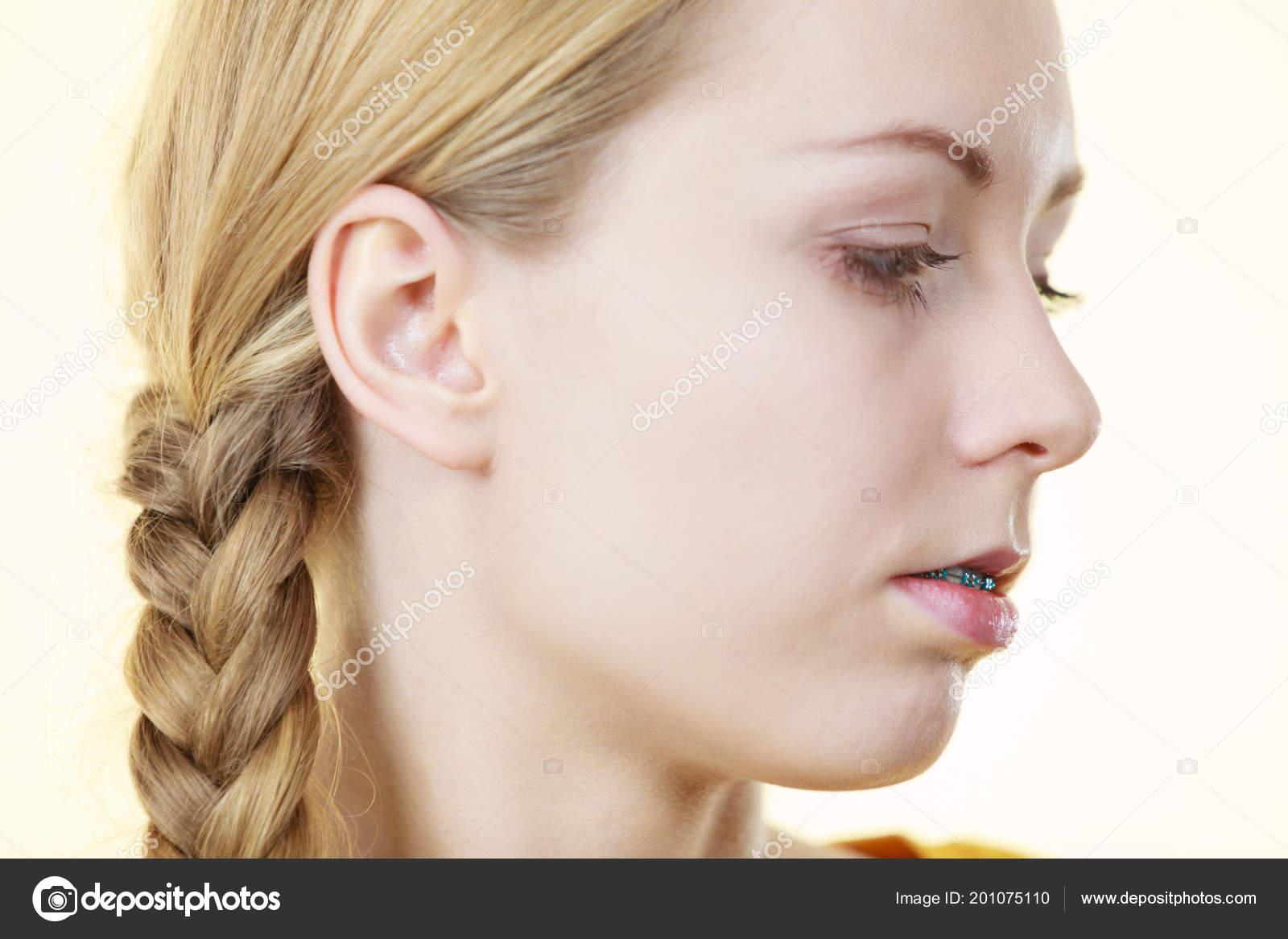 Profil Seite Ansicht Portrat Der Jungen Frau Die Blonde Haare