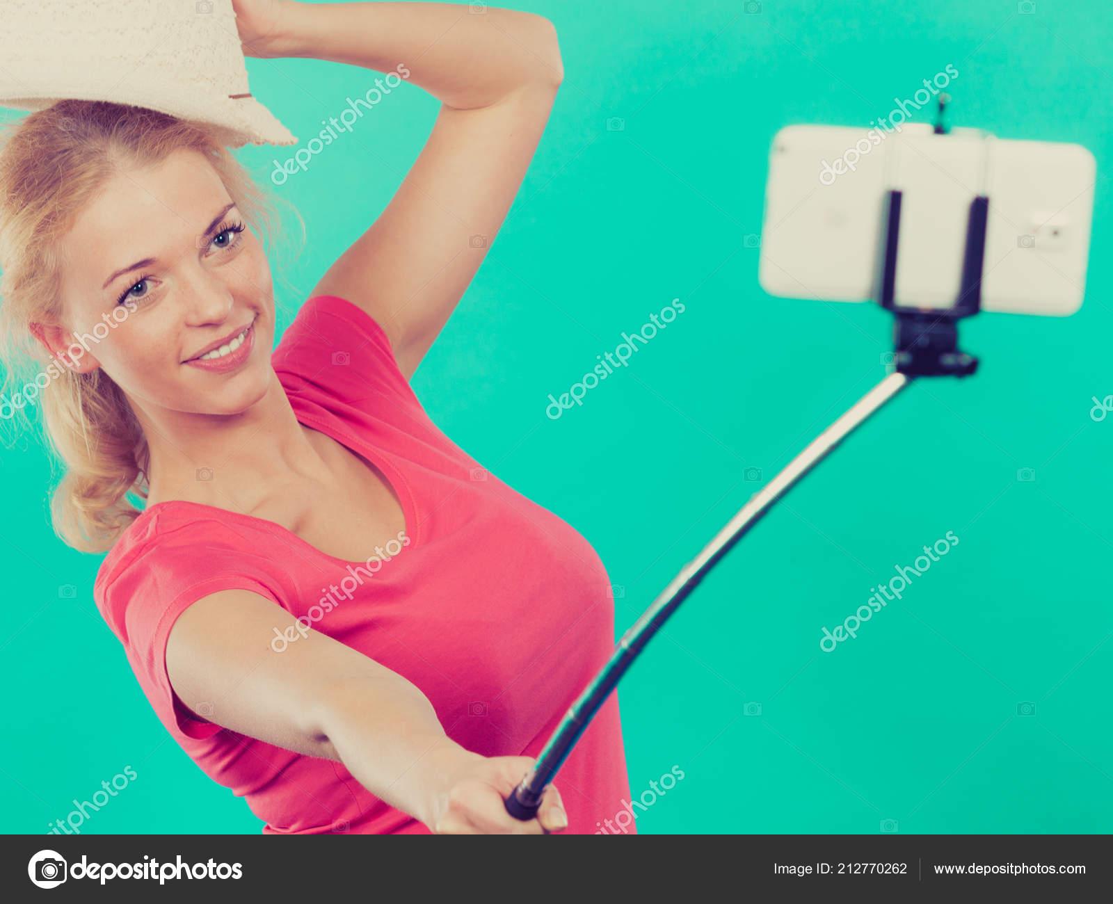 vzroslaya-blondinka-foto-aktrisi-lyubyat-li-sportsmenov