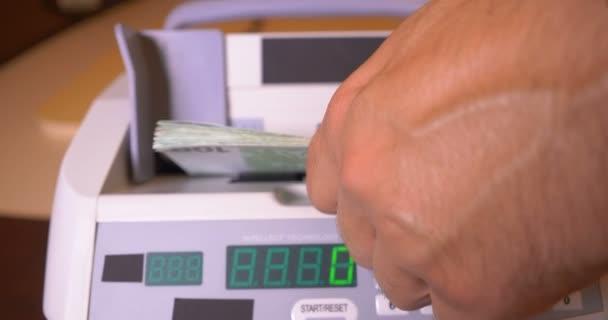 Počítání Euro bankovky na stroje měny počítadlo