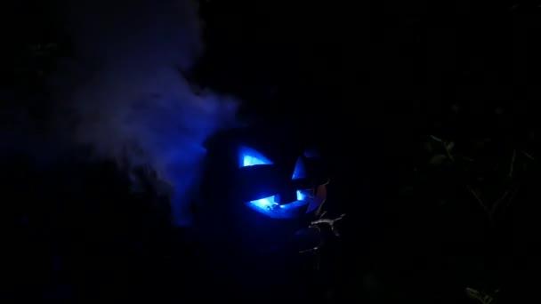 Modré oči na Halloweenské scéně