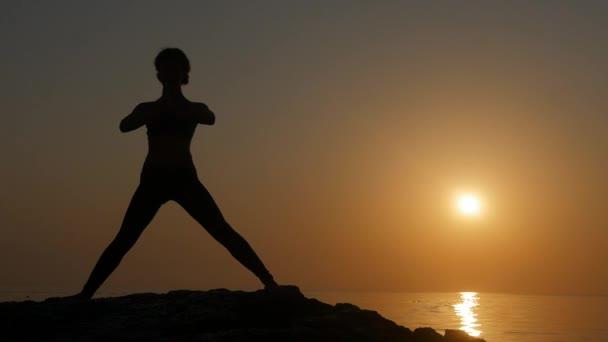 Meditieren in der Nähe des Meeres