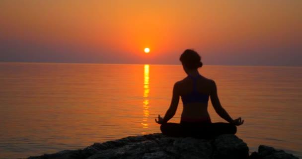 Meditace u moře