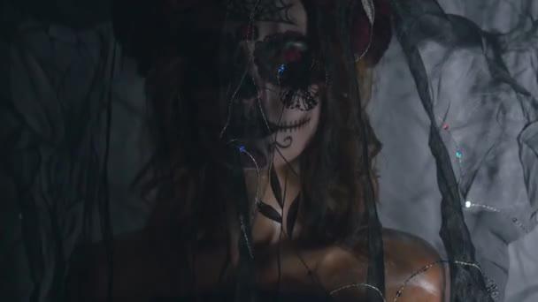 Santa Muerte Make-up Frau an Halloween-Abend