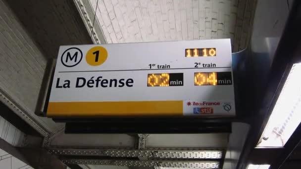 La Defense, vlakové nádraží znamení, Paříž