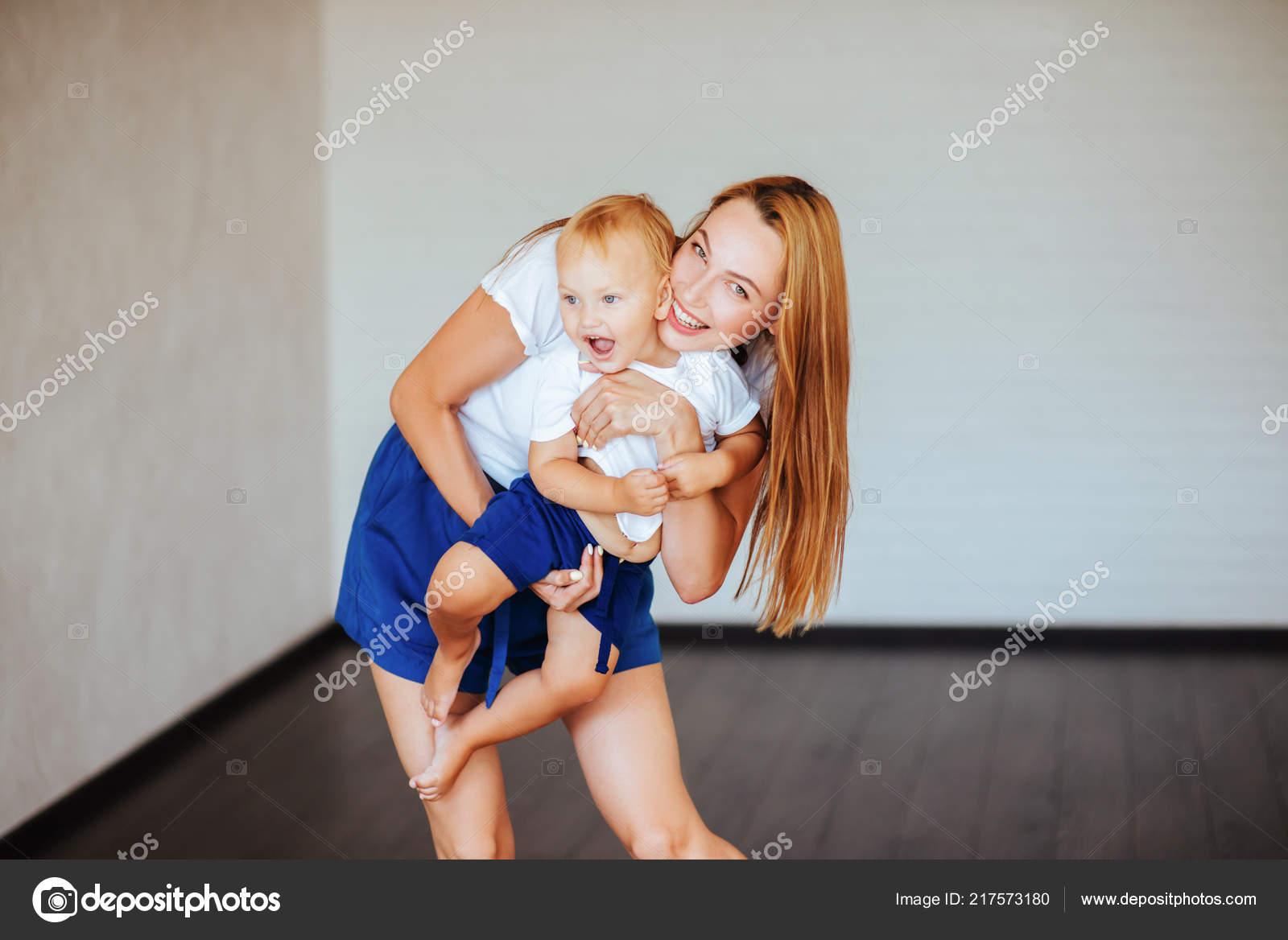 Секс мымы с сыном фото, Регулярный инцент матери и сына (28 фото) 21 фотография