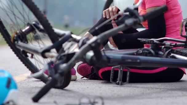 Řízení pod vlivem alkoholu nehodu, autohavárii s kolo na silnici