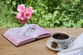 Photo Kaffeegedeck mit Lavendel und Zuckerwuerfeln