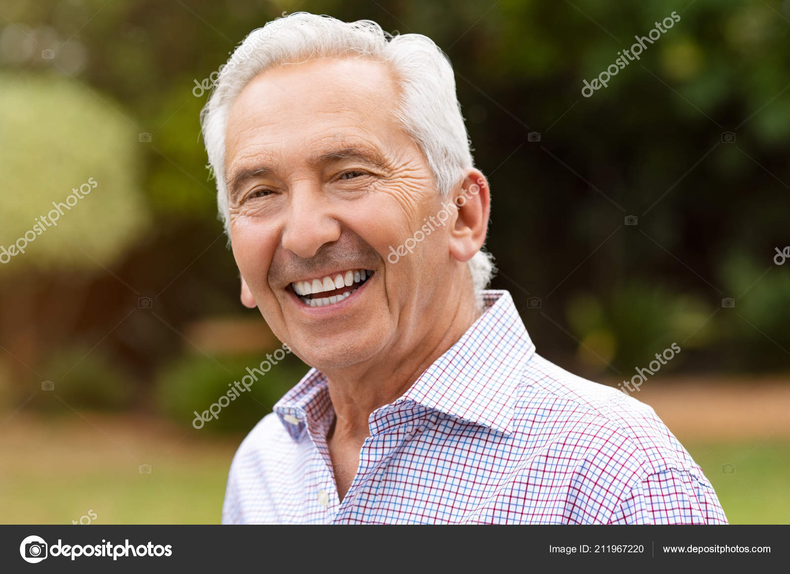 f2574d558 Portrait Cheerful Old Man Outdoor Smiling Retired Man Looking Camera ...