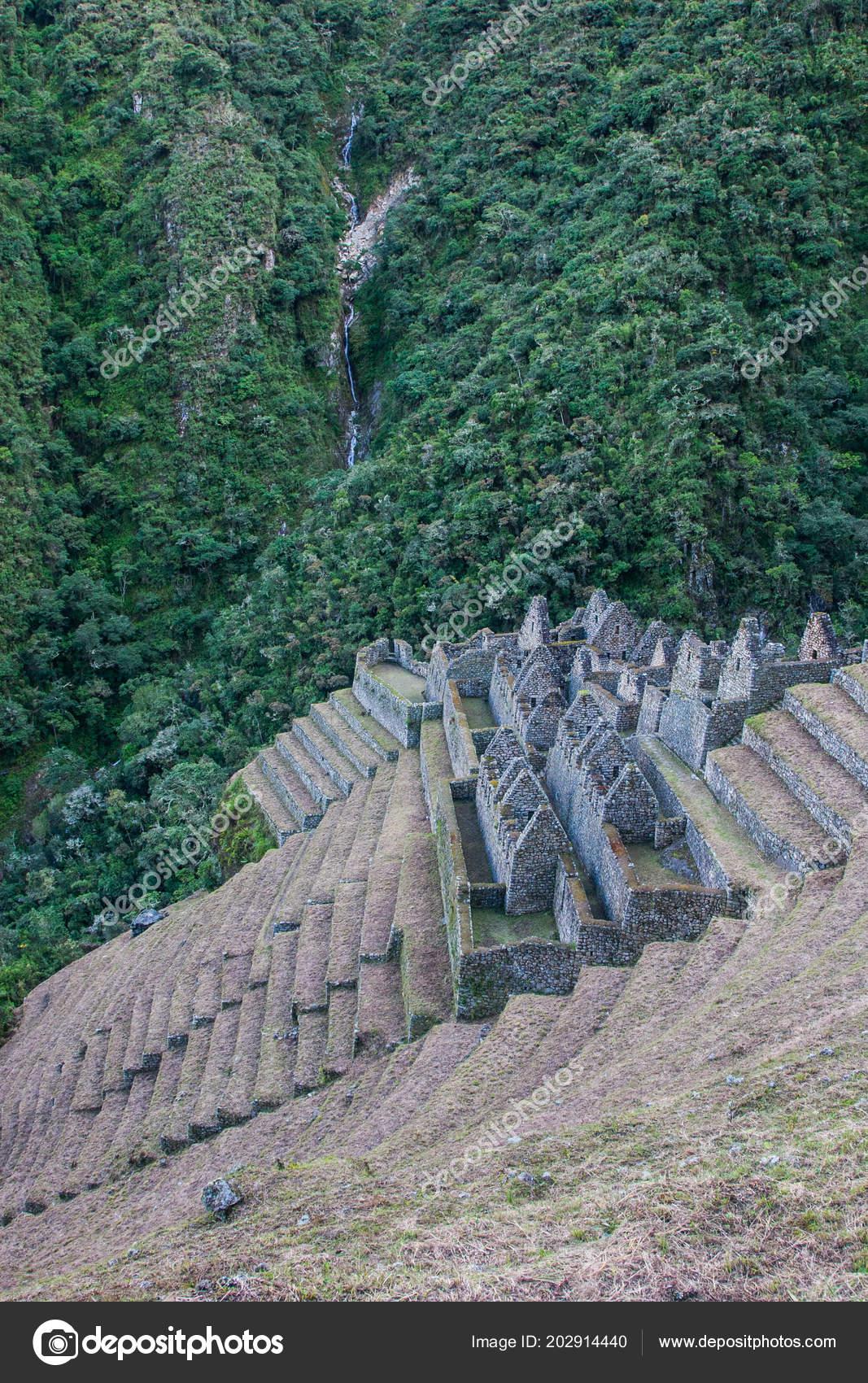 Ruinas De Una Antigua Ciudad En El Camino Inca A Machu