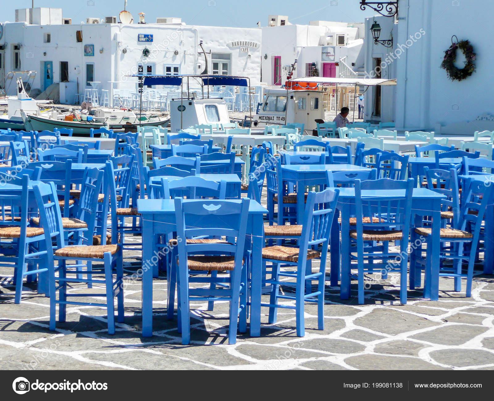 Sedie Blu Petrolio : Isola naxos grecia agosto ristorante con tavoli blu sedie