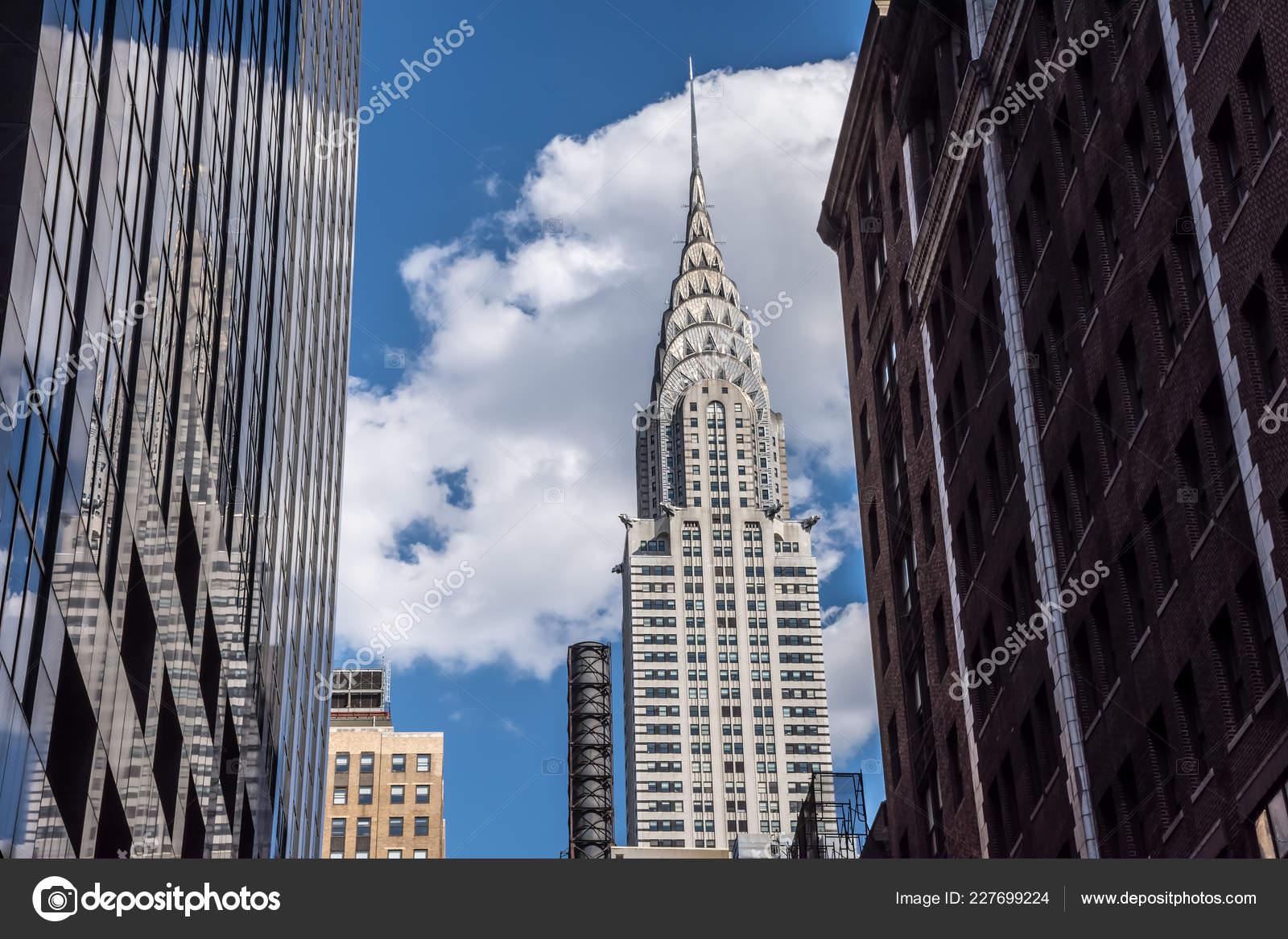 4fdd85436d3 New York July Iconic Chrysler Building Frames Surrounding Buildings July —  Stock Photo